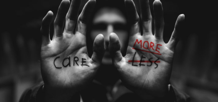 "CARE MORE. Originalbild ""Care Less"" von Mitch Lensink auf Unsplash"